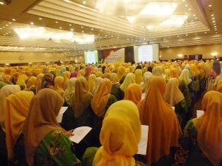 Pimpinan Wilayah Aisyiyah Bali menyelenggarakan pelatihan Sistem Informasi Aisyiyah yang diikuti oleh 9 Pimpinan Daerah Aisyiyah. Pelatihan ini bertujuan meningkatkan kemampuan mengelola website organisasi dan mengelola data base organisasi.