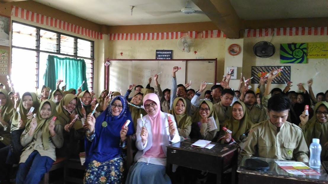 Penyuluhan Bahaya Rokok Bagi Kesehatan & Kesehatan Gigi & Mulut  Fatmawati Abdullah, Psi dan drg. Risdanovi